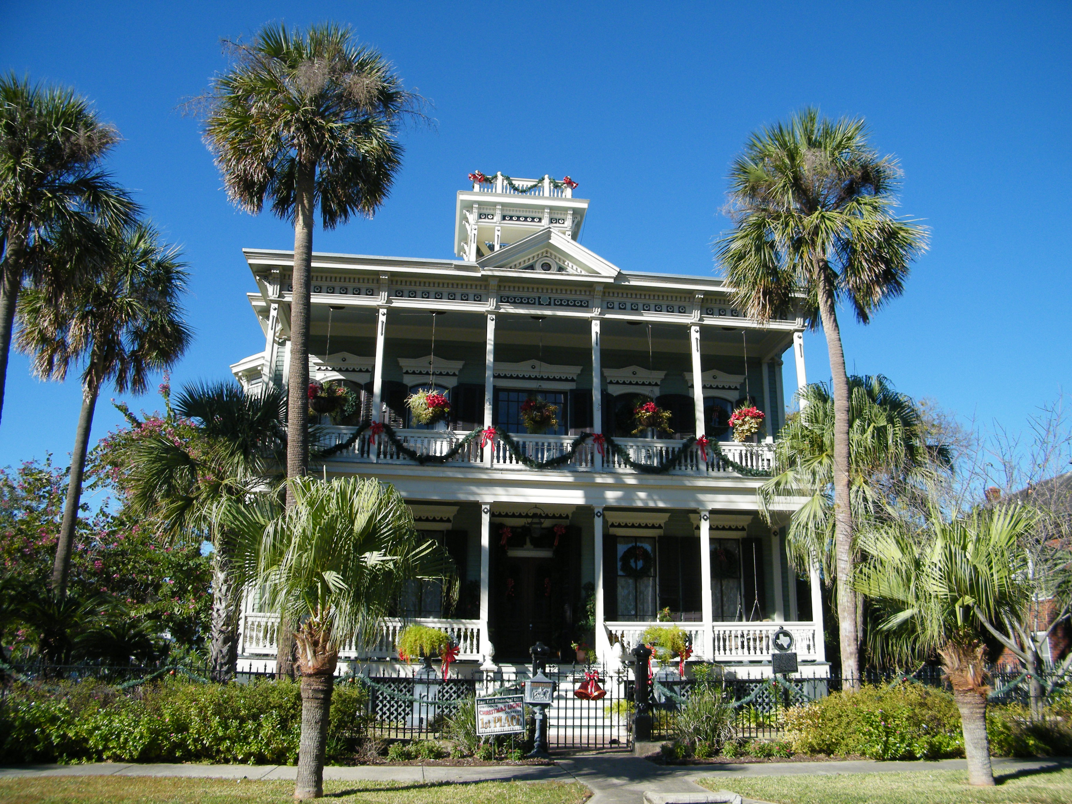 Beautifully Decorated Homes For Christmas Touring The Island The Meandering Mainiacs